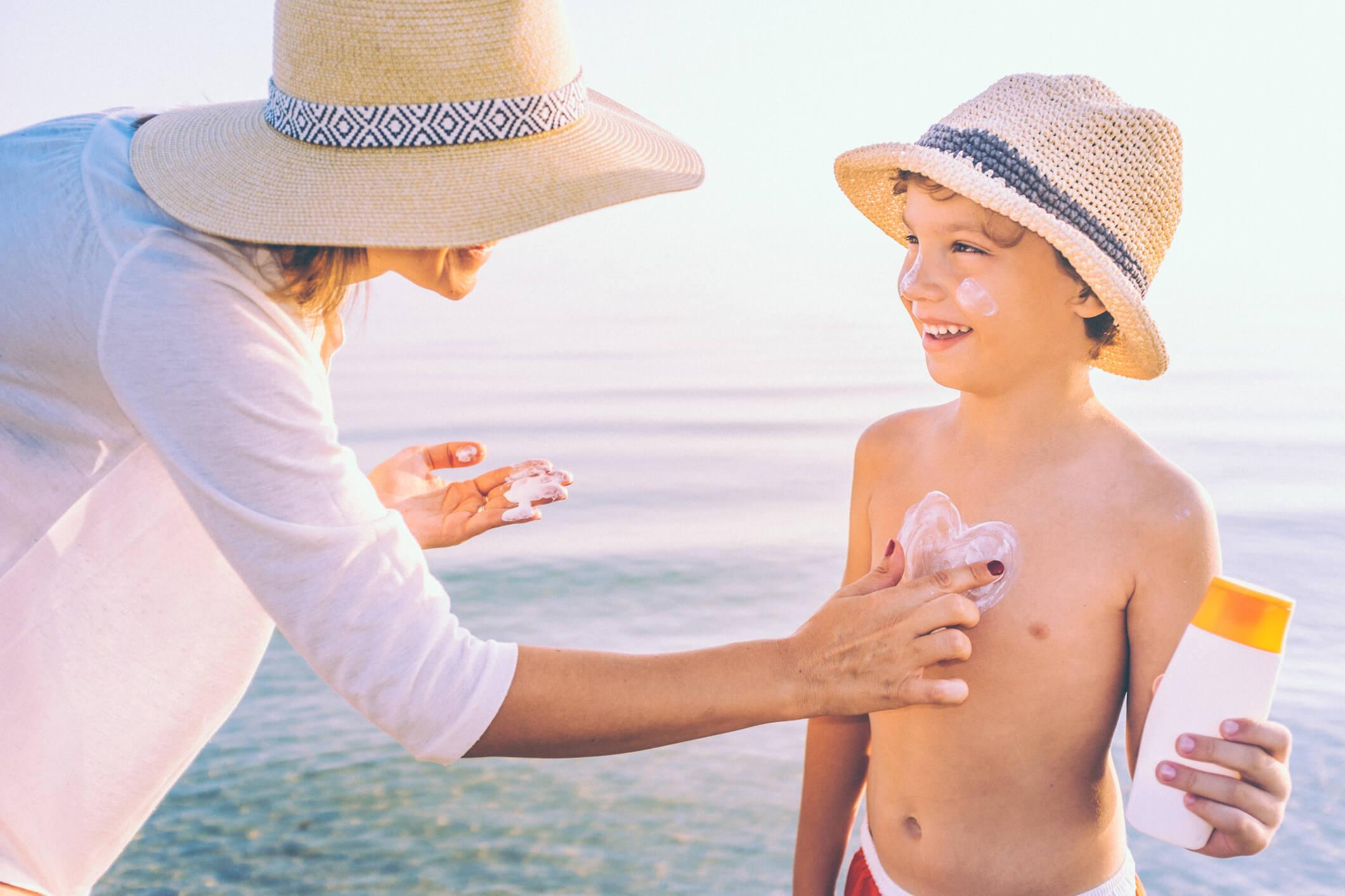 Como cuidar da sua pele e da pele dos seus filhos nesse verão