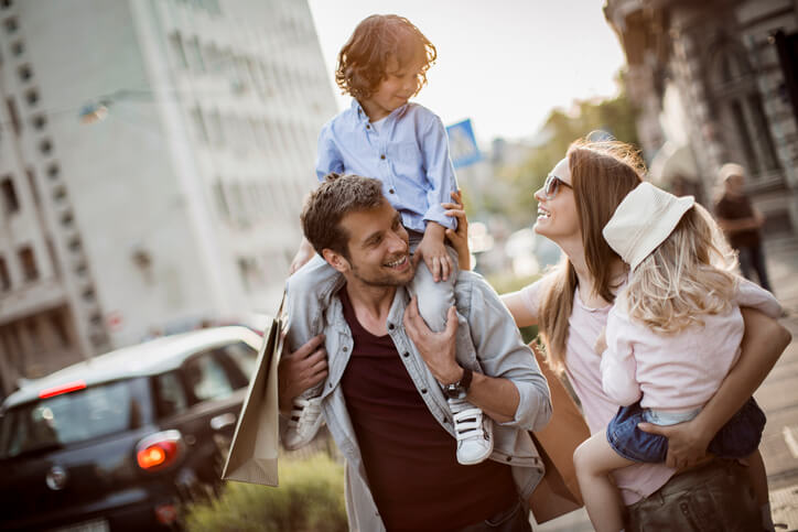 Distrair crianças em viagem de carro