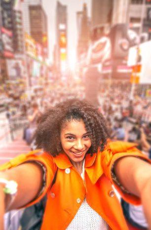 Mulher viajando sozinha: 6 dicas para ter uma ótima experiência na viagem