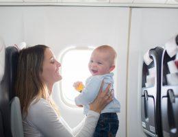 viajando de avião com bebê