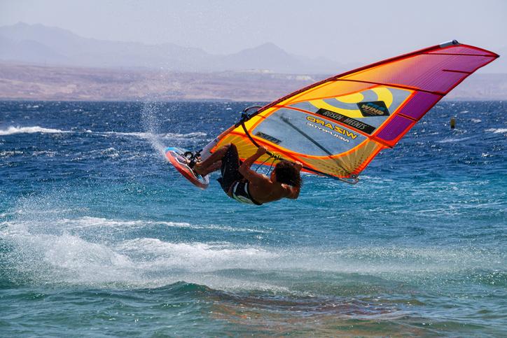 iStock 1181120547 Conheça 5 lugares brasileiros para pegar as melhores ondas