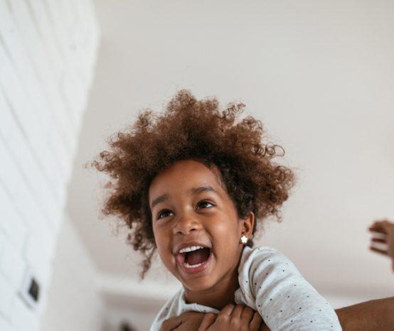 Confira 4 atividades para fazer dentro de casa com crianças