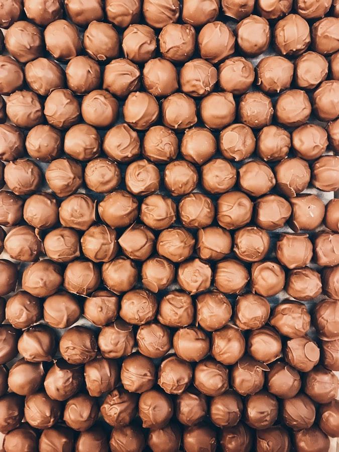 choco Conheça 5 fábricas de chocolate no Brasil para visitar