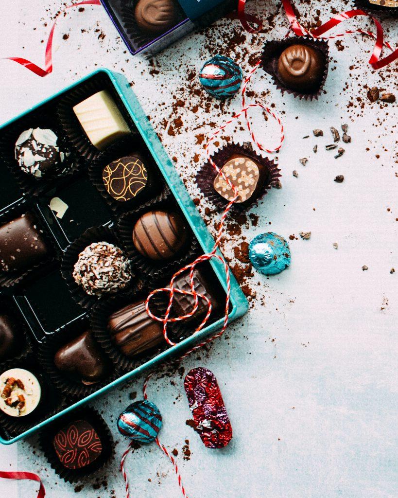 food photographer jennifer pallian dcPNZeSY3yk unsplash 819x1024 Conheça 5 fábricas de chocolate no Brasil para visitar